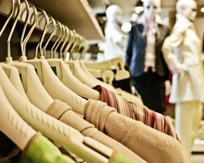 Modne sukienki, które warto kupić